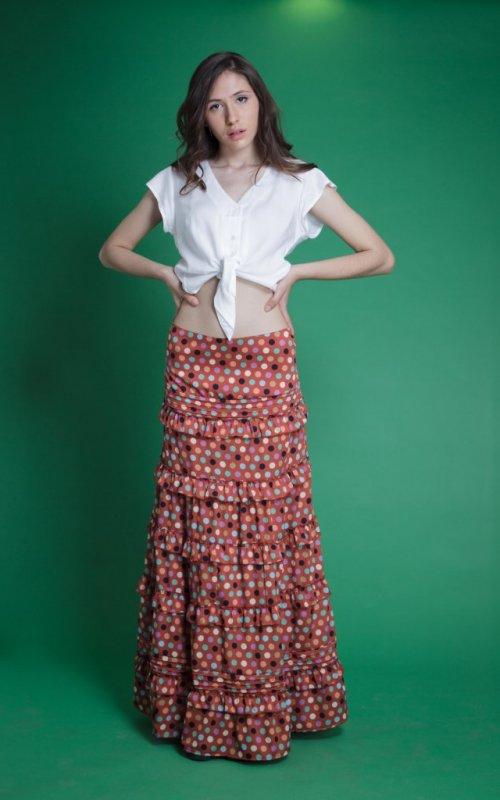 Falda Jaleo #13 de volantes con cintura elástica en parte trasera. Tela muy ligera. Más Masala