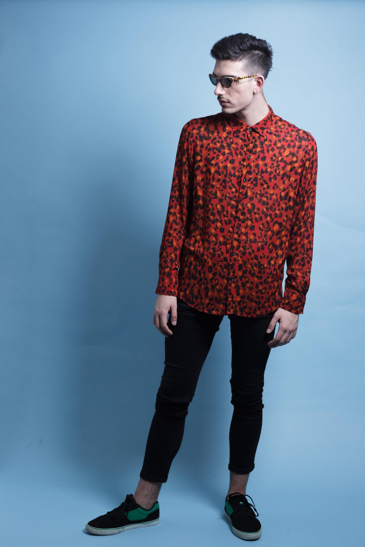 La Camisa Tigre Rojo es de manga larga y corte recto. Tejido fluido, de tacto suave y fácil planchado. Más Masala