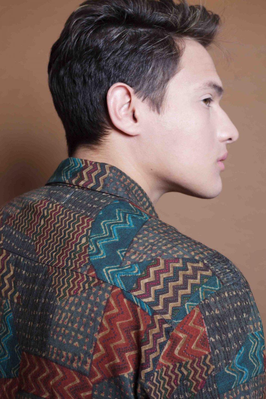 La Camisa Patchwork es de manga larga y corte recto. Tejido fluido, de tacto suave y fácil planchado. Más Masala