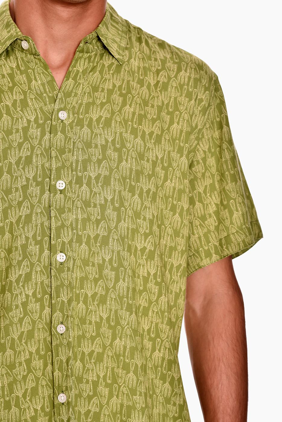 camisa-manga-corta-estampado-rock-vegeta